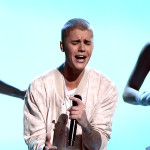 Justin Bieber Goes After Fan For Throwing Hat On Stage - REPORT