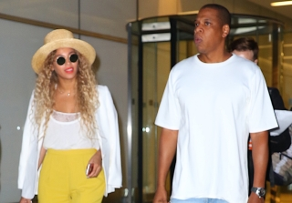 Beyonce Trolls Jay Z With Lemons on Adorable Family Vacation (PHOTOS)
