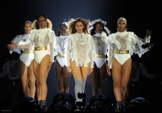 """Beyonce Pays Tribute to Orlando Shooting Victims With """"Halo"""""""