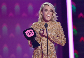 2016 CMT Music Awards: Carrie Underwood Wins the Entire Night (PHOTOS)