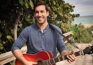 Swoon! JoJo's 'Bachelorette' Contestant Derek Peth Can Sing (VIDEO)