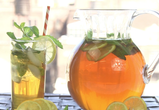 How to Make the Perfect Iced Tea Summer Cocktail (VIDEO)