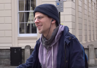 Jesse Eisenberg Confronts Anti-Gay Protester in London and It\'s Awesome (VIDEO)