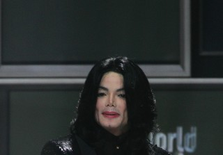 """Michael Jackson's Home Filled With """"Disgusting"""" Porn - Report"""