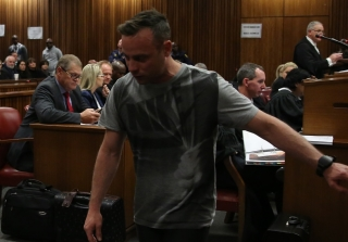 Convicted Murderer Oscar Pistorius Walks Without Prosthetics in Court