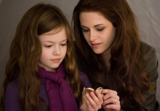 Renesmee From \'Twilight\' Is So Grown Up! (PHOTOS)