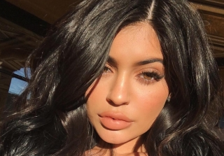 Kylie Jenner Dyes Her Hair Platinum Blond (PHOTOS)
