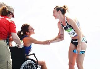 Olympians Abbey D\'Agnostino & Nikki Hamblin Share Inspirational Moment (PHOTOS)