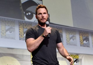 Chris Pratt Braids Wife Anna Faris' Hair — For Real!