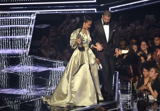Drake Parties With Rihanna After Her VMAs Win, Shares Kissing Selfie