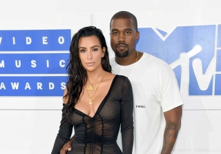 Kim Kardashian Reveals Nipples in Sheer Dress at 2016 MTV VMAs (PHOTOS)