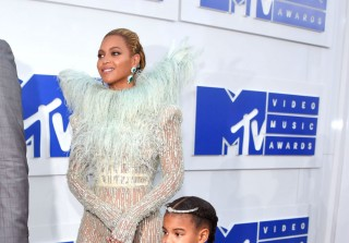 See Beyoncé With Blue Ivy & More Celebs on the VMAs Red Carpet! (PHOTOS)