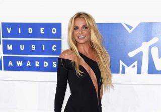 2016 MTV VMAs: Britney Spears Makes Her Triumphant VMAs Return in a Sparkly Bodysuit