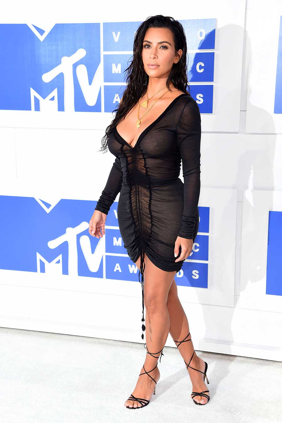 Kim Kardashian Reveals Nipples in Sheer Dress at 2016 MTV ...