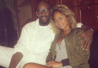 R. Kelly, 49, Is Dating A 19-Year-Old Model — Report