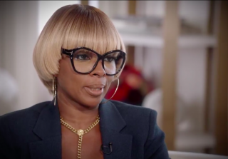 Mary J. Blige Awkwardly Serenades Hillary Clinton in Promo For New Series (VIDEOS)