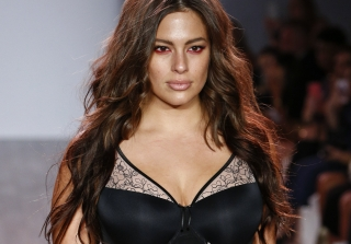 Ashley Graham Slays NYFW With Plus Size Lingerie Show (PHOTOS)