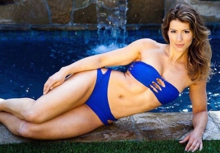 "'Biggest Loser' Trainer Jen Widerstrom Shows Off Her ""Stomach Rolls"" (PHOTO)"