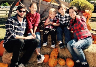 "Pregnant Jenelle Evans Posts Festive Family Pics: ""I'm Truly Blessed"""